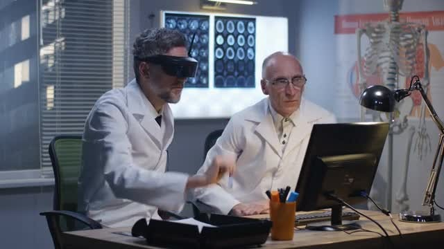 Doctors Using Virtual Reality: Stock Video