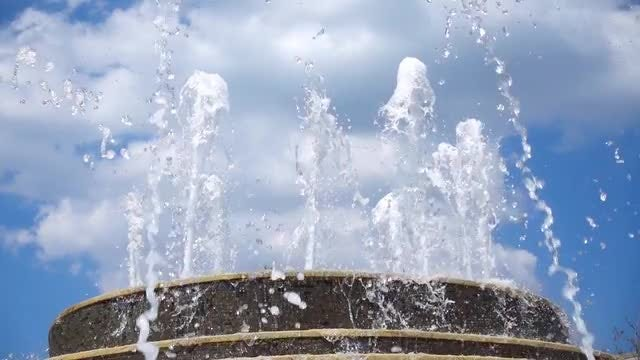 Fountain Splash During Summer: Stock Video