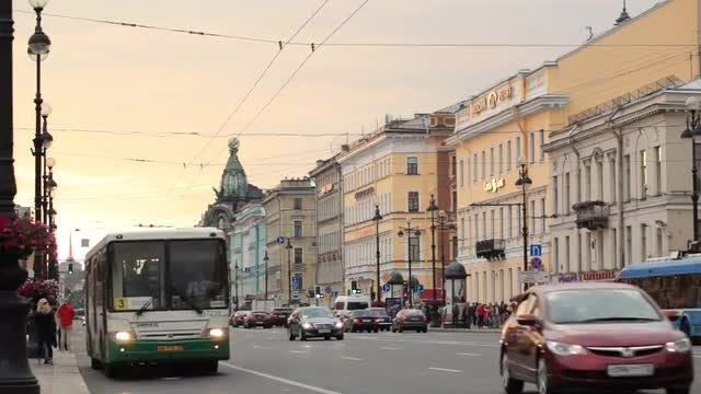 St. Petersburg, Nevsky Avenue: Stock Video