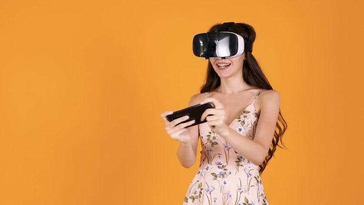 Women Thrilled With VR Game: Stock Video