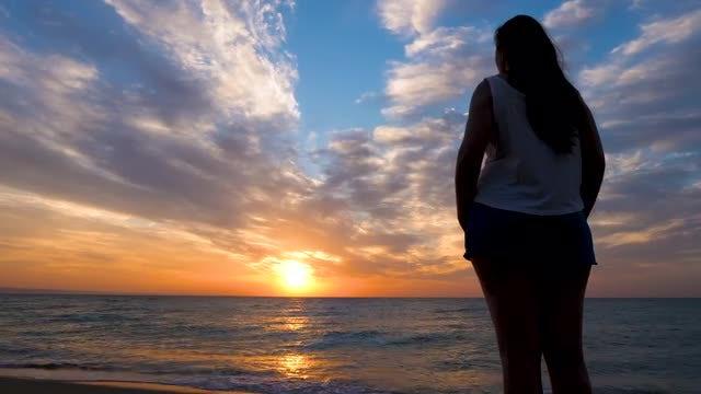 Woman Facing The Sunrise: Stock Video