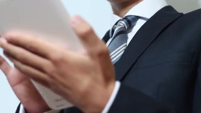 Businessman Using Tablet PC: Stock Video