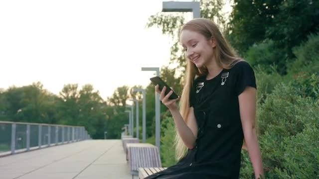 Girl Sitting On The Roadside: Stock Video