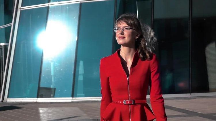 Business Woman Morning Walk: Stock Video