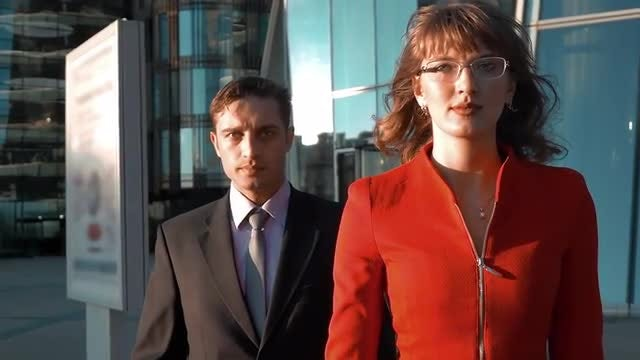 Two Serious Business People Walking: Stock Video
