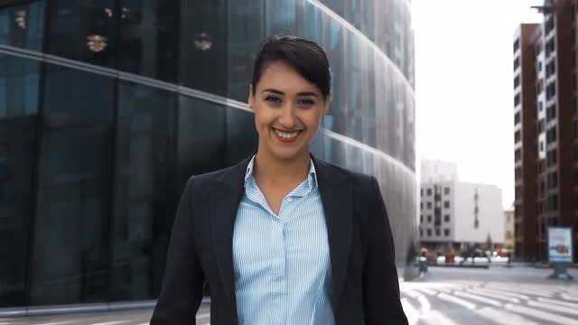 Female Boss In Business District: Stock Video