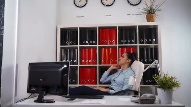 Bored Businesswoman In The Office: Stock Video