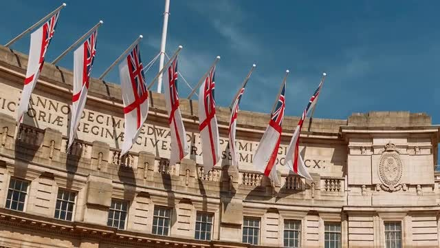 Tilting Shot Of Admiralty Arch: Stock Video