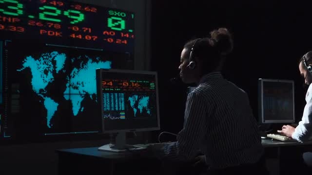 Female Financial Trader Working: Stock Video