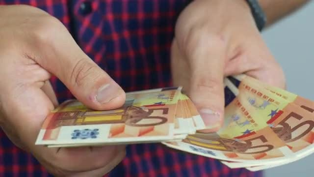 Man Counts Euro Banknotes: Stock Video