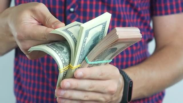 Man Shuffling Banknotes: Stock Video