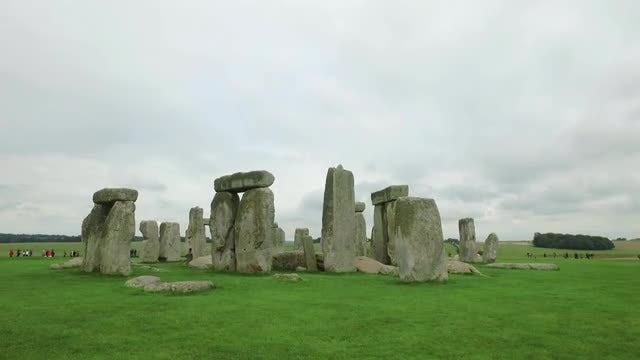 Tiling Shot Of Stonehenge: Stock Video