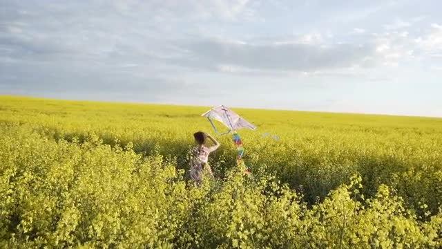 Running Through Field With Kite: Stock Video
