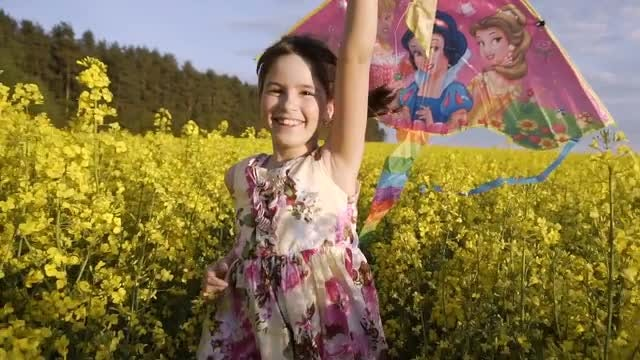 Child Runs with Flying Kite: Stock Video