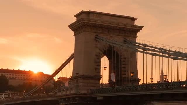 Beautiful Sunset Over Chain Bridge: Stock Video