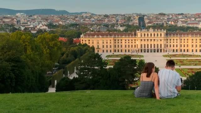 Couple Admiring The Schönbrunn Palace: Stock Video