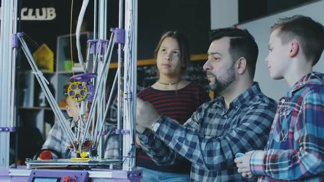 Children Learning About 3D Printer: Stock Video