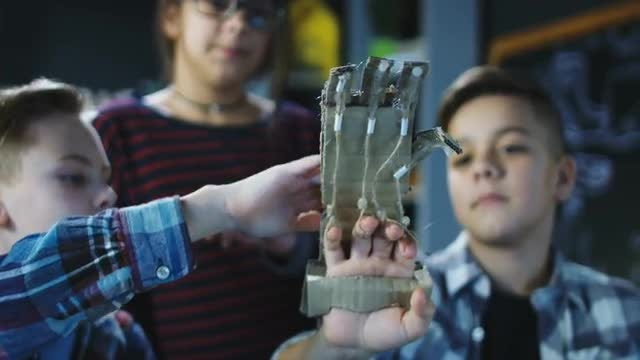 Kids Discuss Robotic Arm: Stock Video