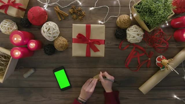 Writing A Gift Tag: Stock Video