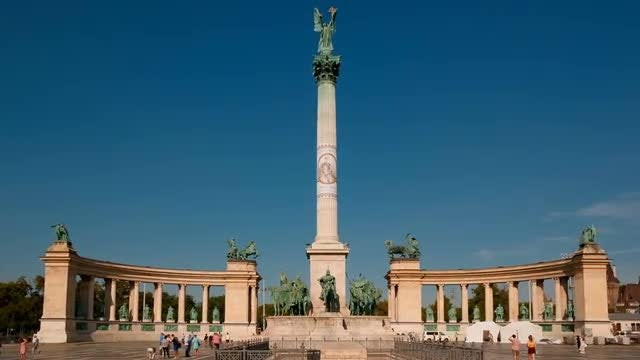 Heroes Square In Budapest: Stock Video