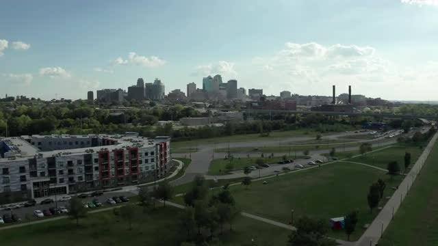 Riverfront Park In Kansas City: Stock Video
