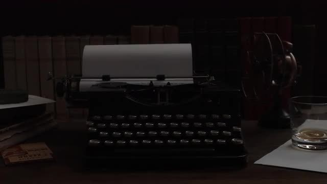 Light Flashing On Vintage Typewriter: Stock Video