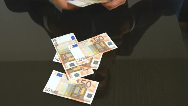 Man Counting Euro Bills: Stock Video