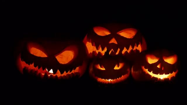 Scary Pumpkins Flickering In The Night: Stock Video