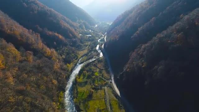 Dramatic Winding Creek During Autumn: Stock Video