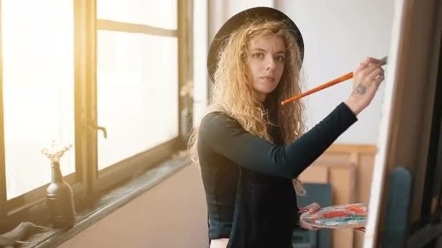 Painter Creates Portrait: Stock Video
