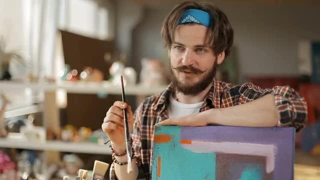 Art Teacher Explains How to Paint: Stock Video