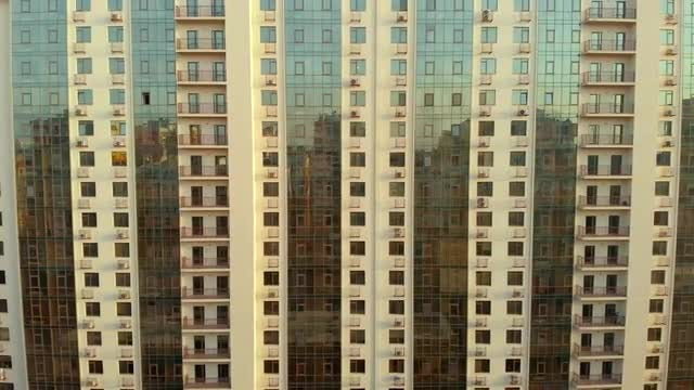 Mirror High-Rise Building: Stock Video