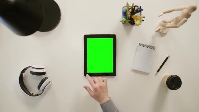 Finger Scrolling On Tablet: Stock Video