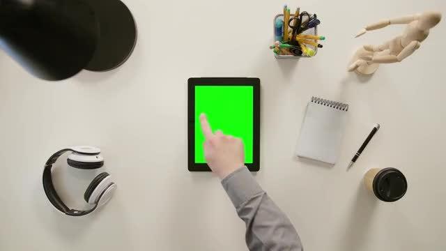 Finger Clicks On Left Side: Stock Video