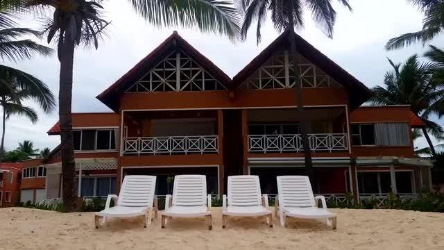 Luxurious Beach House: Stock Video