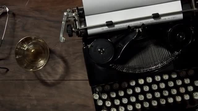 Vintage Typewriter: Stock Video