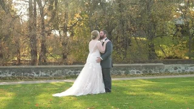 Newlyweds Kiss: Stock Video