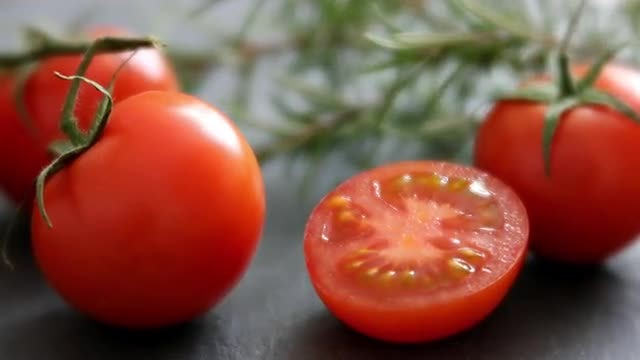 Fresh Tomatoes: Stock Video