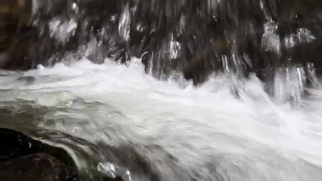 Clean Water Flowing: Stock Video