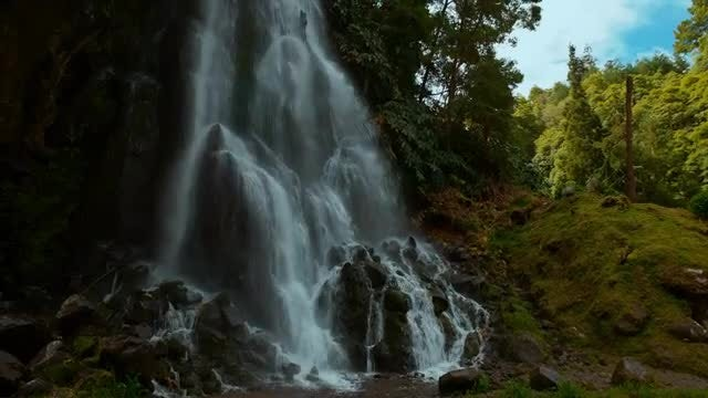 Stunning Waterfall: Stock Video