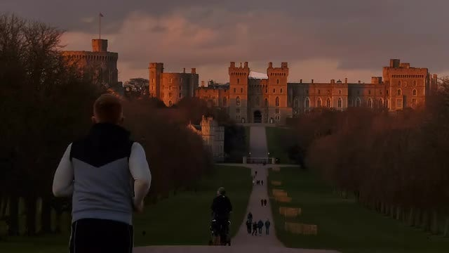 Jogging In The Windsor: Stock Video