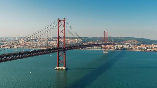 25 De Abril Bridge: Stock Video