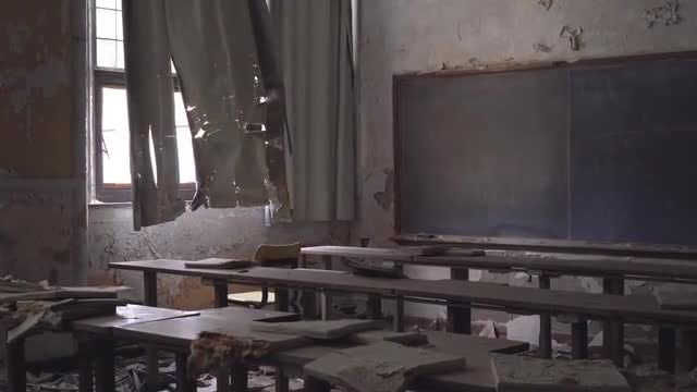 Rundown Classroom: Stock Video