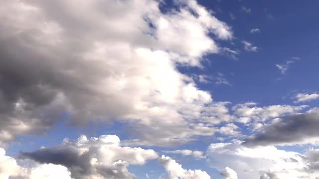 Moving Clouds: Stock Video