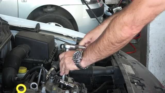 Spark Plug Disassembly: Stock Video