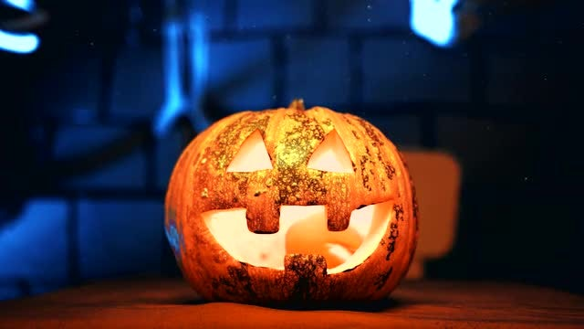 Halloween Jack-O-Lantern: Stock Video