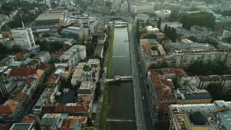 City River: Stock Video