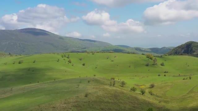 Green Mountainous Landscape: Stock Video