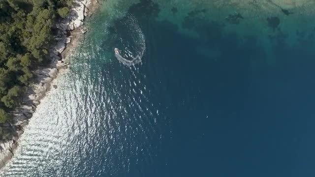 Motorboat Makes Circles: Stock Video