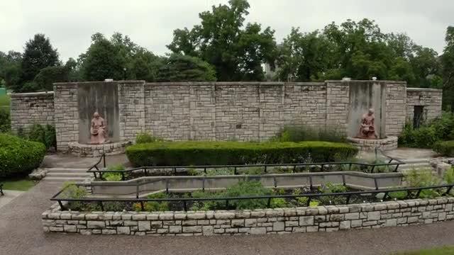 Loose Park Pioneer Statues: Stock Video